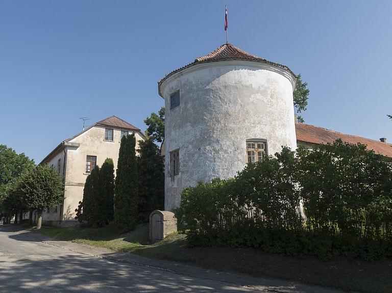 Alsungas Livonijas ordeņa pilī saglabājies senākais oriģinālais interjers Kurzemē