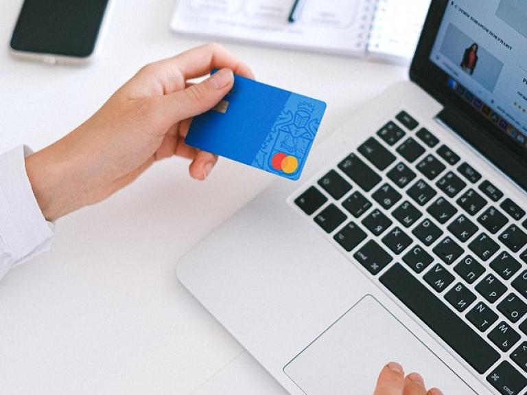 Ar ko PayPal atšķiras no Revolut?