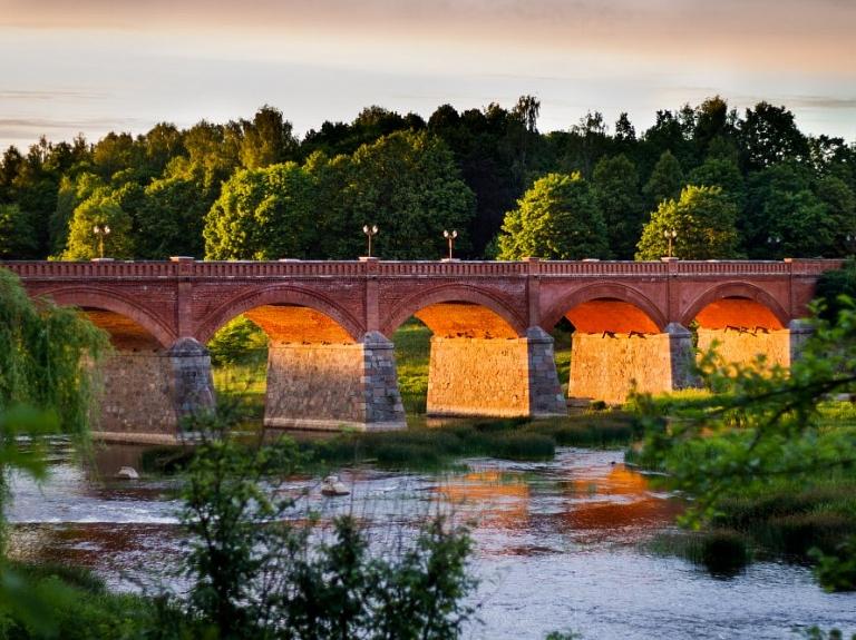 Senais ķieģeļu tiltspār Ventu