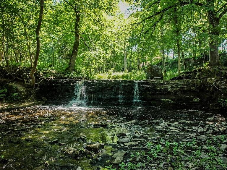 Īvandes upītes ūdenskritumi