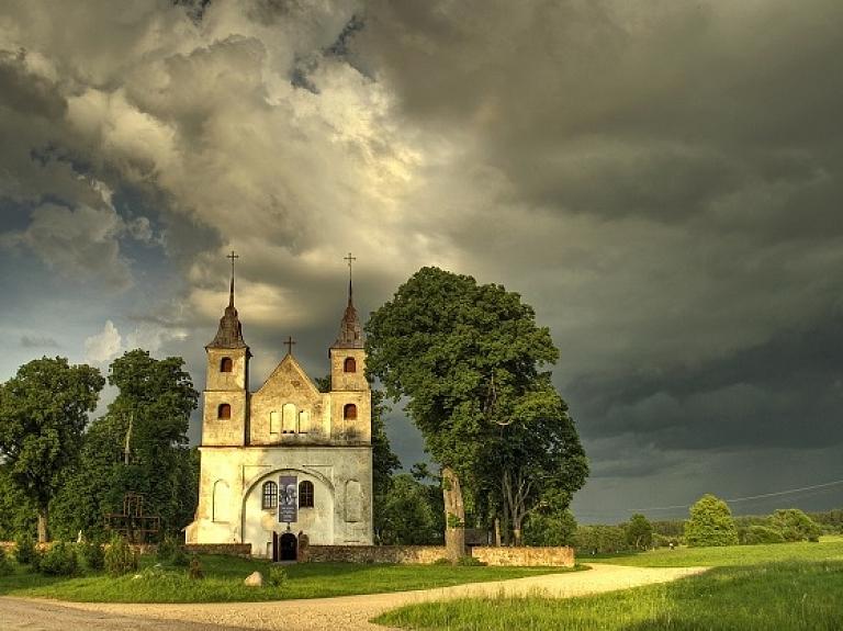 Lēnu Sv. Trīsvienības Romas katoļu baznīca