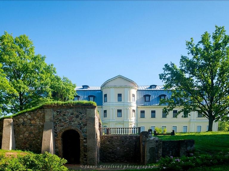 Grāfu Plāteru pils komplekss ar parku
