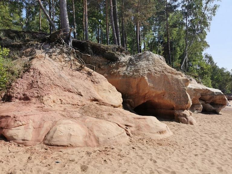 Vidzemes akmeņainā jūrmala – Veczemju sarkanās klintis