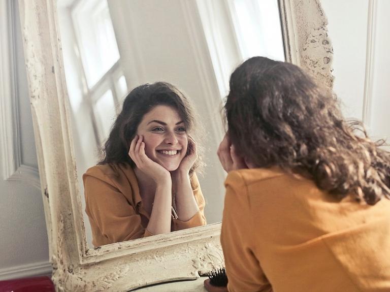 Zobu protezēšana nav tikai senioriem: uzlabo smaidu ar mūsdienīgām metodēm