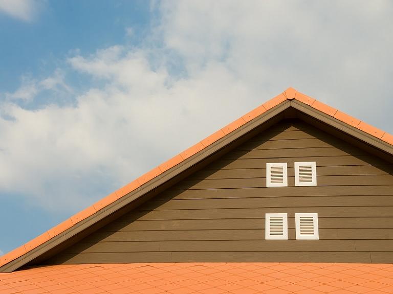 Bitumena šindeļi – kādas ir šī jumta seguma priekšrocības