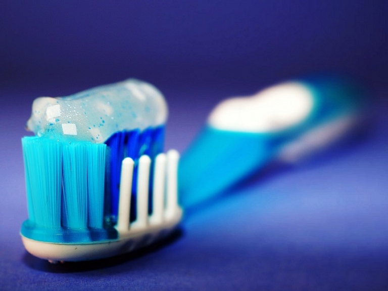 Zobu kopšana nav tikai to tīrīšana: 5 lietas, kuras vēl vari darīt savu zobu labā