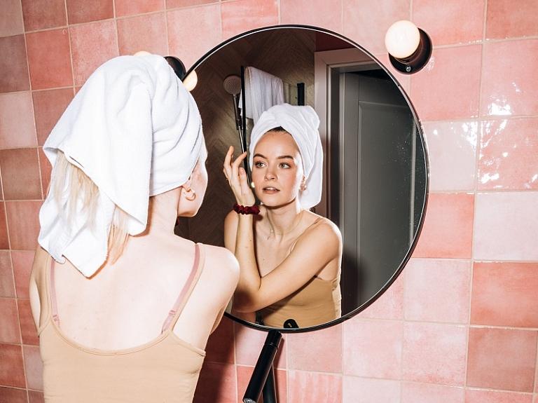 Kāpēc sejas attīrīšana ir tik būtiska un kā to darīt pareizi