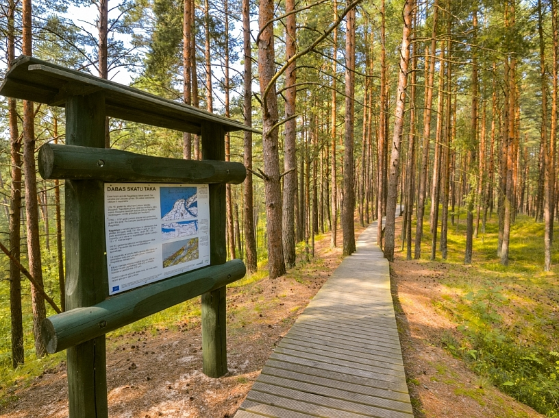 Ragakāpas dabas parka taka ar informatīviem stendiem