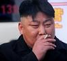 AFP/ LETA|Ziemeļkorejas kampaņa pret smēķēšanu cietusi neveiksmi, jo pat tās līderis Kims Čenuns nav atmetis kaitīgo ieradumu.