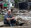 Foto: EPA/ LETA|Vismaz 20 cilvēki gājuši bojā spēcīgu lietusgāžu izraisītos plūdos Maķedonijas galvaspilsētā Skopjē.